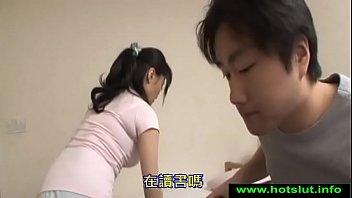 Гибкая шлюха качественно демонстрирует свои упругие прелести перед камерой