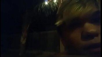 Коротко стриженная блондинка не обожает болтать перед анусом