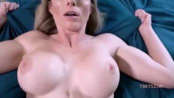Девушка с огромными сисяндрами маструбирует голубым фаллоимитатором