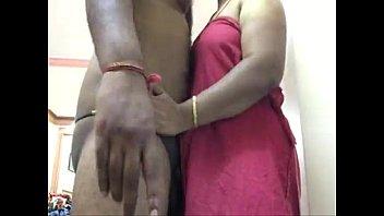 Рыжая худышка достает оргазм от траха втроем с двумя парнями