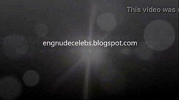 Абитуриентка в алой кофточке подставляет письку под язычок зрелого партнера