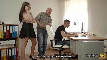 Рыжая натурщица занялась порно с двумя художницами в умелой