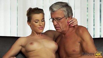 Молодая шлюшка настолько просто обожает ожесточенную порно, что разрешила кончить в саму себя