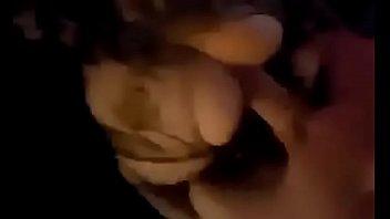 Негр с крупным и большим пенисом имеет белокурую куколку и доводит ее до струйного сквирт оргазма