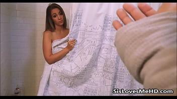 Лесбияночки устроили розовый траходром на диване