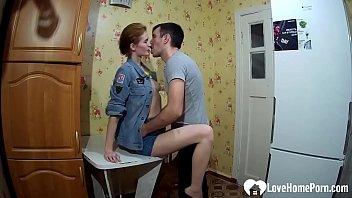 Молодая пара позвала в постель брюнетку и организовала анал втроем