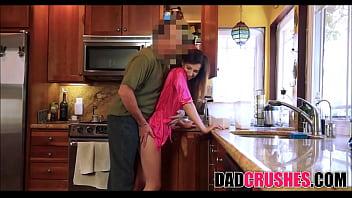 Бородатый жених предложил рыжей красотке натрахаться перед вебкамерой