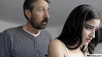 Паренек подвез куколку и развел ее на секс