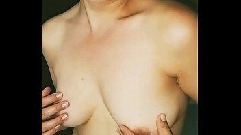 Юноша кончил на живот молодой белокурой шлюхи после порно